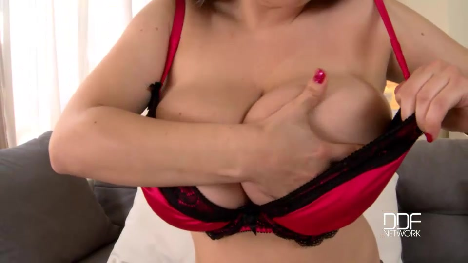 With a newcomer like the russian busty beauty samanta lily, all you really have to do is unleash her big natural tits, so much is already accomplished.