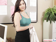 Karlee Grey wants to be an actress so she meets up with an agent.