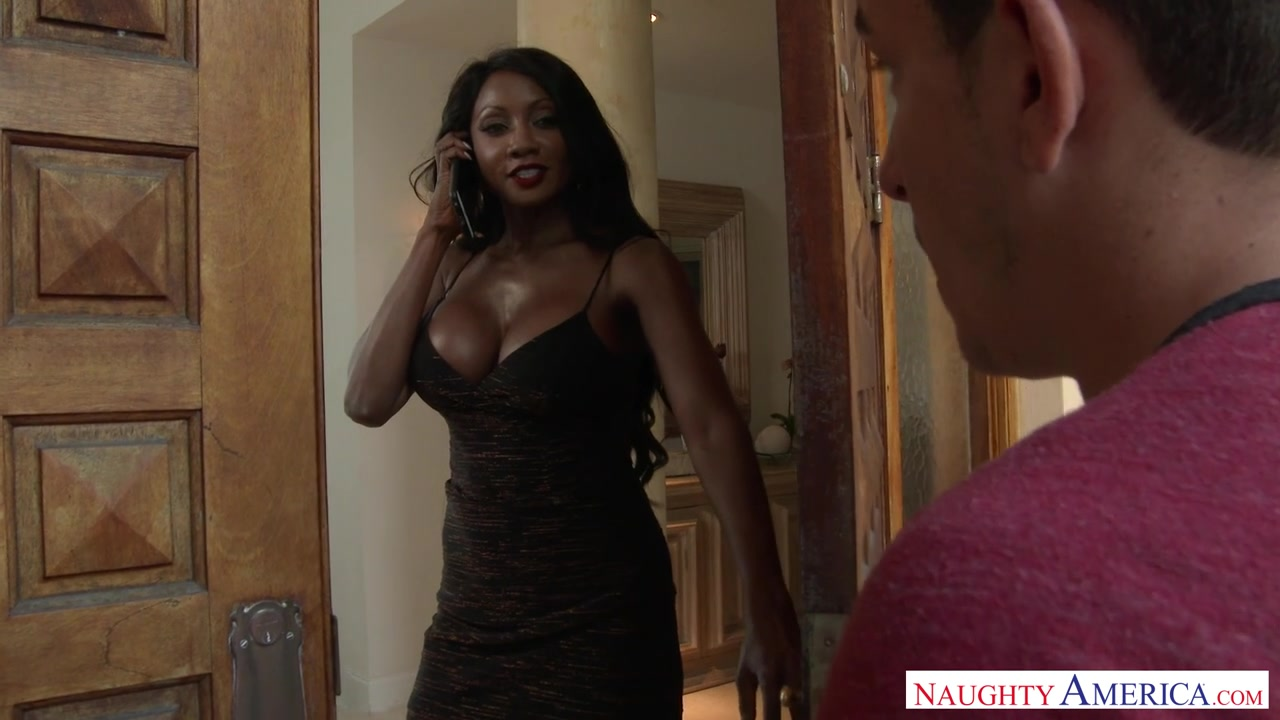 Diamond Jackson invites the pizza guy in to her house.