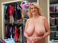 SCORELAND catches up with Tahnee Taylor August '14 MILF Of The Month in that most sacred of sacred spots--the models' dressing room.