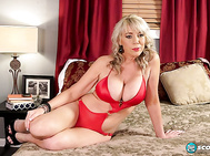 Tarise Taylor is a 45-year-old big-boobed mom she has a 21-year-old daughter and hairstylist from California.