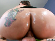 Raylene is one hot ass Milf and watching her get mud out is a pleasure for the eyes.