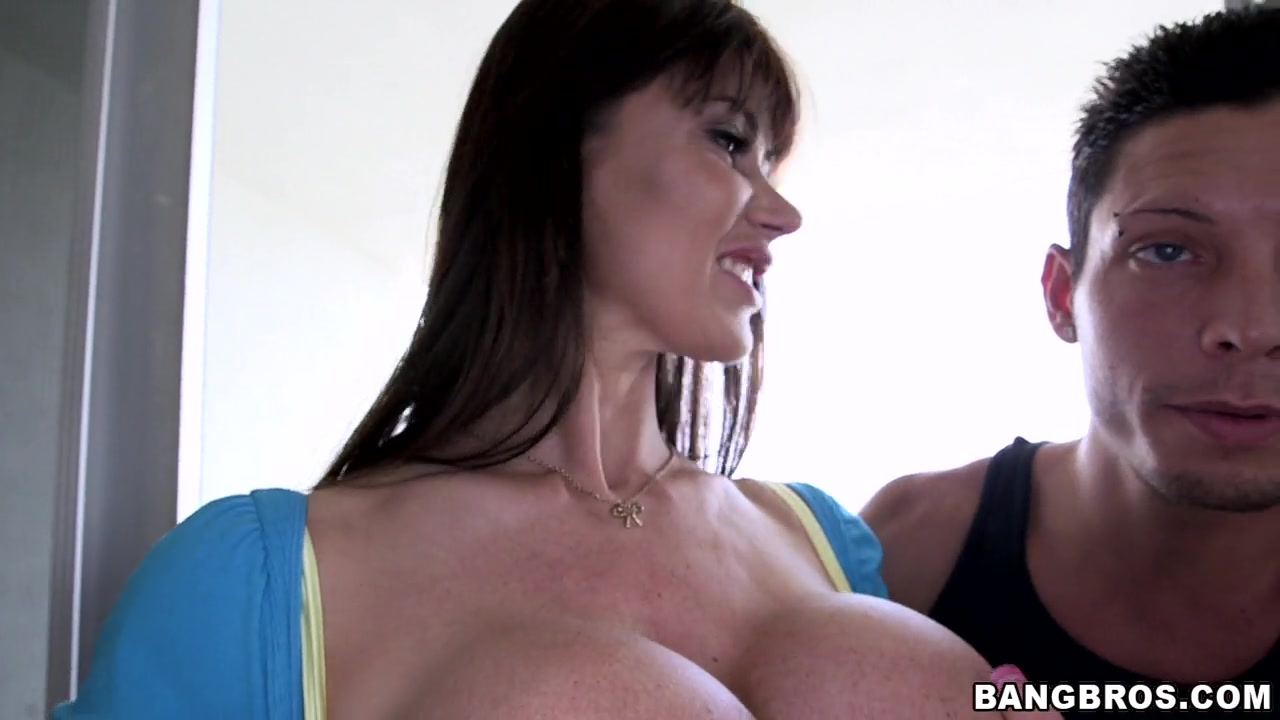 Eva Karera is a sexy milf looking for a great fucking.