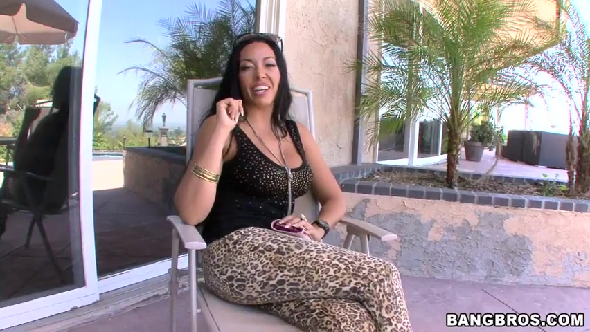 Rio Lee is a hot sexy MILF from London that speaks little English but sure knows what she likes.