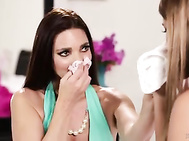 Mommy sniffing the panties of a teenage girl - Mindi Mink, Uma