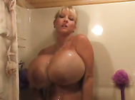 Maxi's Sexy Shower